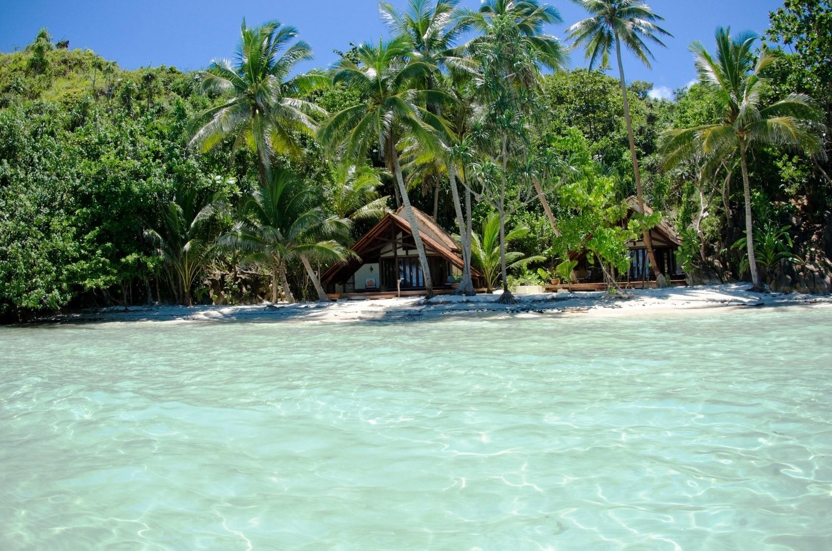 Luxury holidays to raja ampat islands indonesia luxury for Hotel luxury definicion