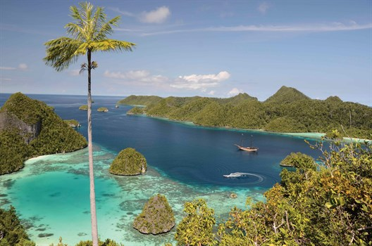Eastern Indonesia – sailing to the Komodo Islands and ...