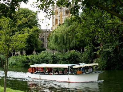 Luxury holidays to stratford upon avon guide luxury for Charity motors on grand river