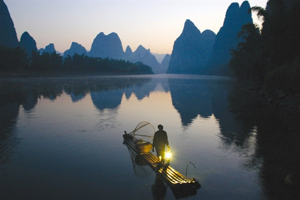 CHINA - Fisherman At Dawn - Li River In Yangshuo , Guangxi (Deng Wei) (1)