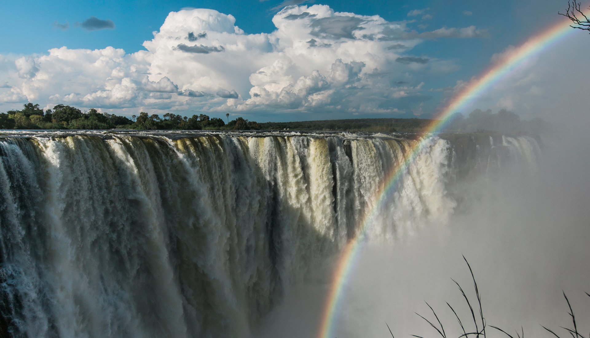 the background information of the mighty zambezi river between zimbabwe and zambia The mighty zambezi river and straddles two countries – zimbabwe and zambia   facts about the history, wildlife and geology of the falls a zambezi sunset   or slide from the historical victoria falls bridge white water rafting and/or river.